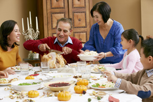 thnkstk_170083054_happy_family_thanksgiving_300px