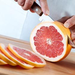 shutterstock_118332055_chopping_grapefruit_250px